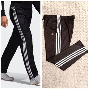 Mens Adidas track pants paid $68 Size L Brand new!